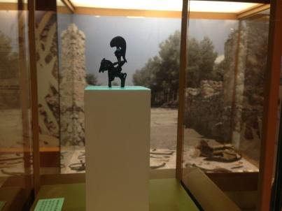 11-en-el-museo-con-el-guerrero
